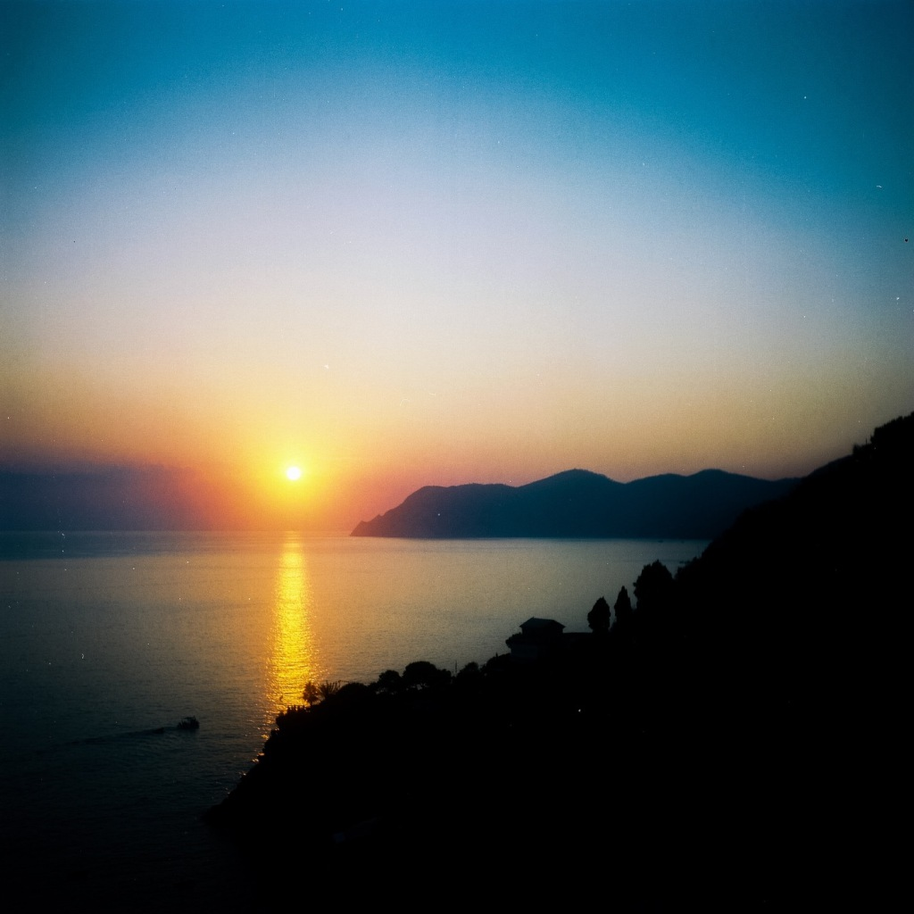 Manarola sunset - 6x6 film