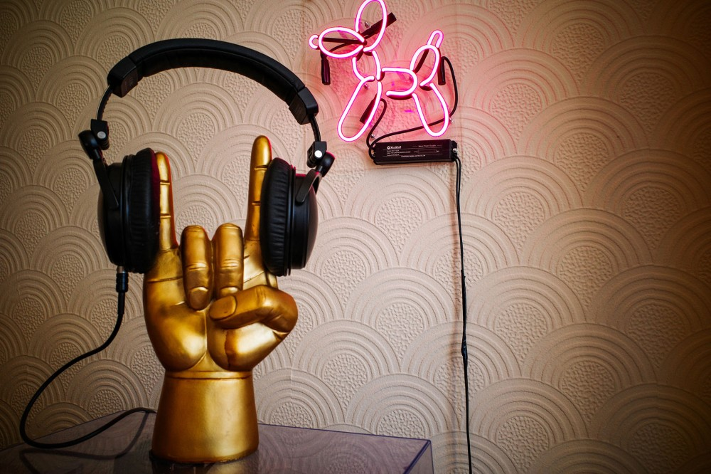 Rock on headphone stand